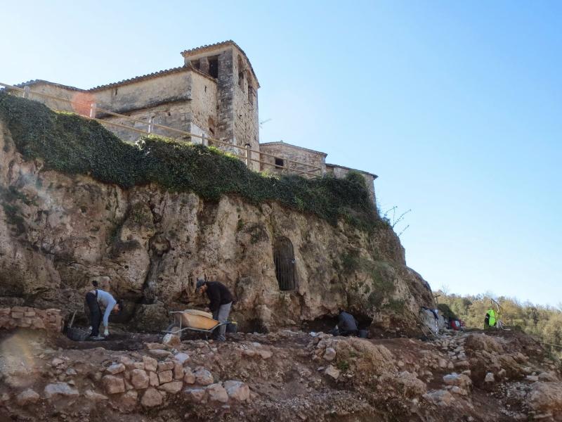 Excavació de la cova-cripta (segles VII-XII)