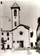 Església antiga amb el campanar alt