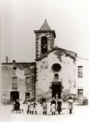 Església antiga amb el campanar baix